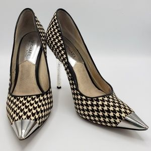 Michael kors houndstooth pump/heel size 7.5